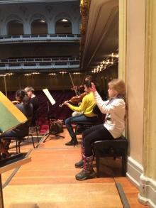 Alexis dirigiert ein bisschen mit... Maestro Jeffrey Tate dankt für die Hilfe :-)