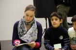 Samer und Johanna in Denkerpose